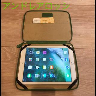 アンドレアロッシ(Andrea Rossi)の【新品、未使用】アンドレアロッシ iPadケース☆グリーン♡緑 クラッチバッグ(ビジネスバッグ)