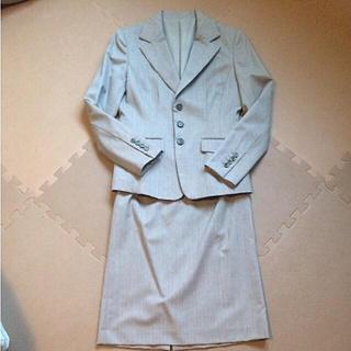 ミッシェルクラン(MICHEL KLEIN)のESPIEエスピエ上品グレージュジャケット&スカートスーツセットアップ(スーツ)