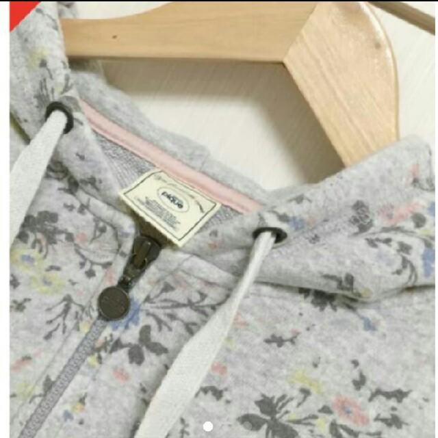 ジェラートピケ グレー花柄パーカー レディースのルームウェア/パジャマ(ルームウェア)の商品写真