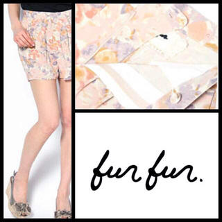 ファーファー(fur fur)のfurfurフラワーシルク混ショートパンツ定価¥17000新品同様(ショートパンツ)