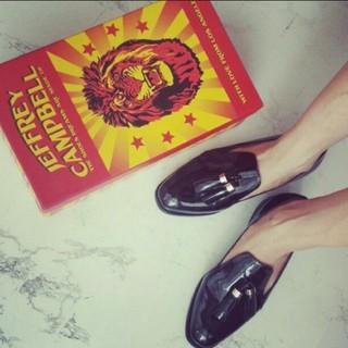 ジェフリーキャンベル(JEFFREY CAMPBELL)のジェフリーキャンベリー オペラシューズ ローファー エナメル パテント(ローファー/革靴)