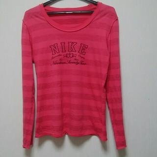 ナイキ(NIKE)のNIKE 鮮やかピンク レディース長袖シャツ(シャツ/ブラウス(長袖/七分))