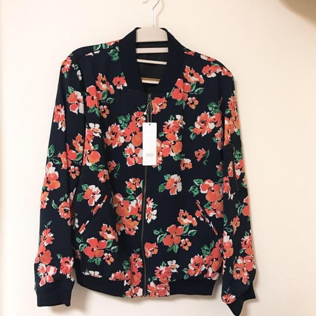 LOWRYS FARM(ローリーズファーム)のLOWRYSFARM リバーシブル花柄サテンブルゾン レディースのジャケット/アウター(ブルゾン)の商品写真