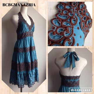 ビーシービージーマックスアズリア(BCBGMAXAZRIA)のドット柄ネックリボン刺繍フレアワンピース(ひざ丈ワンピース)