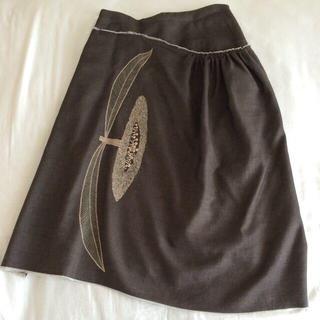 ミナペルホネン(mina perhonen)のmina刺繍変形スカート(ひざ丈スカート)