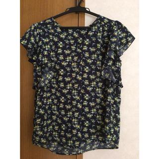 ジーユー(GU)のGU フリル花柄 半袖ブラウス(シャツ/ブラウス(半袖/袖なし))