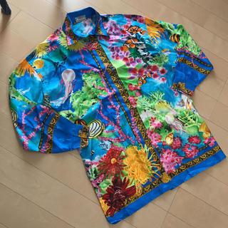 ヴェルサーチ(VERSACE)のVERSACE SPORT カラフルな海柄 シルクシャツ ドレス(シャツ)