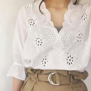 ジーユー(GU)のスカラップ レースブラウス(シャツ/ブラウス(半袖/袖なし))