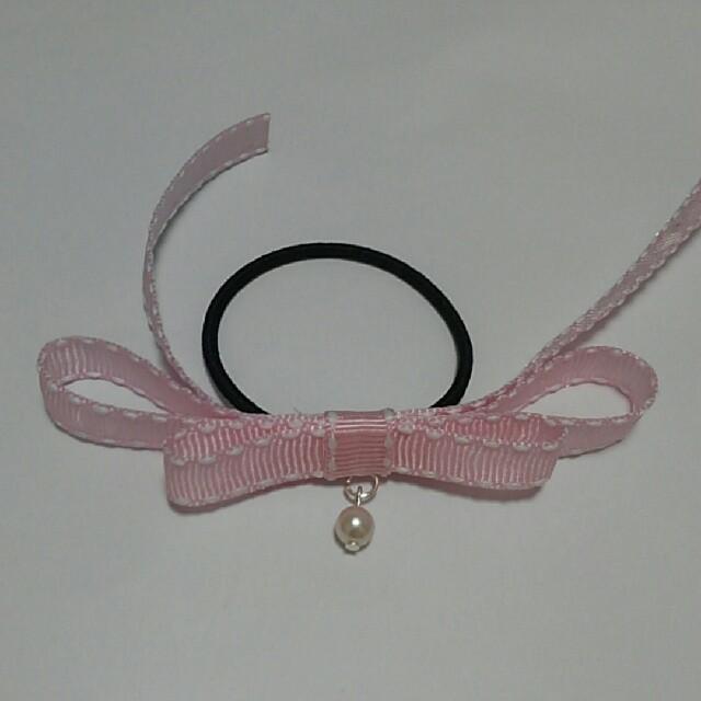 ピンクリボン パール付き レディースのヘアアクセサリー(ヘアゴム/シュシュ)の商品写真