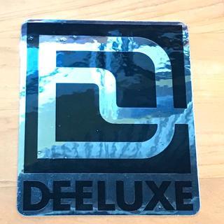 ディーラックス(DEELUXE)のDEELUXE ディーラックス メタルステッカー 銀/黒 10cm 新品正規(アクセサリー)