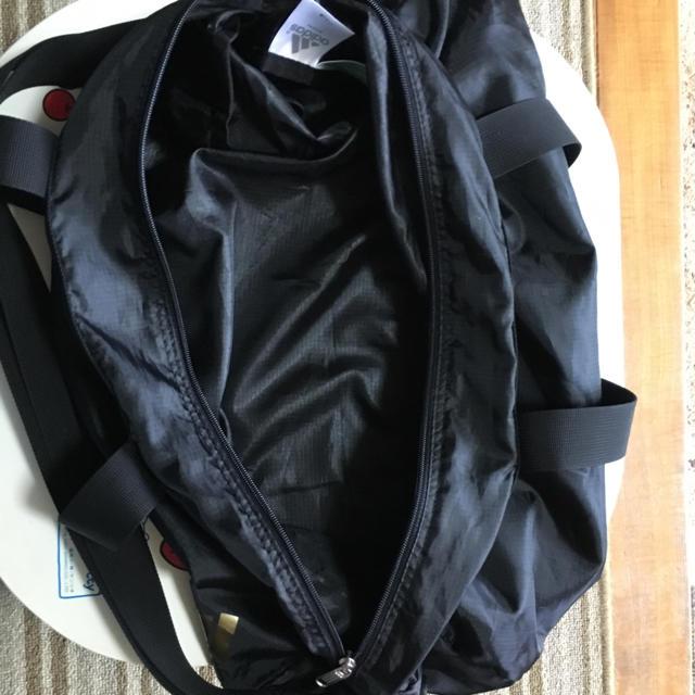 adidas(アディダス)のadidas アディダス 男女兼用 ブラック&ゴールドカラー ボストンバック メンズのバッグ(ボストンバッグ)の商品写真