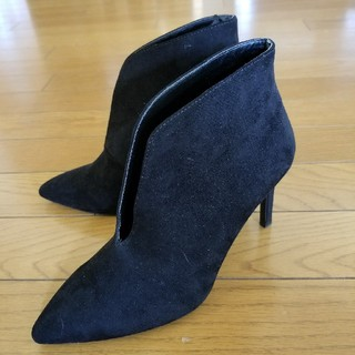 ザラ(ZARA)のZARAザラ 完売Vカッティングショートブーツ ブラックスエード35 新品(ブーツ)
