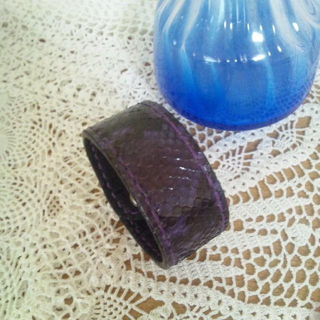 ダイヤモンドパイソンブレスレット パープル ハンドメイド ハンドメイドのアクセサリー(ブレスレット/バングル)の商品写真