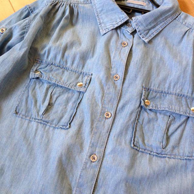 GU(ジーユー)のデニムシャツ レディースのトップス(シャツ/ブラウス(半袖/袖なし))の商品写真