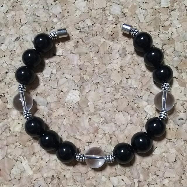 ブレスレット 簡単脱着 止め具磁石(ブラックオニキス・水晶) ハンドメイドのアクセサリー(ブレスレット/バングル)の商品写真