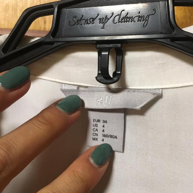 H&M(エイチアンドエム)のH&M 白シャツ レディースのトップス(シャツ/ブラウス(長袖/七分))の商品写真