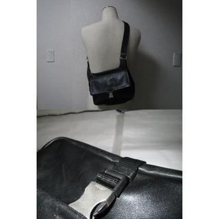 プラダ(PRADA)の●12万プラダ黒カーフレザー革ワンショルダー肩掛けボディバッグ2層●良美(ボディーバッグ)