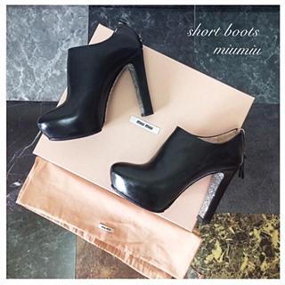 ミュウミュウ(miumiu)のmiumiu ショートブーツ ブーティー 35 グリッター(ブーツ)
