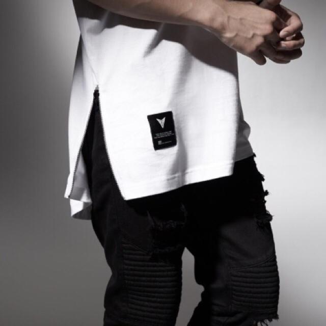 【ストリート系❤️】サイドジッパー 付き Tシャツ 半袖 黒/白 XL メンズのトップス(Tシャツ/カットソー(半袖/袖なし))の商品写真