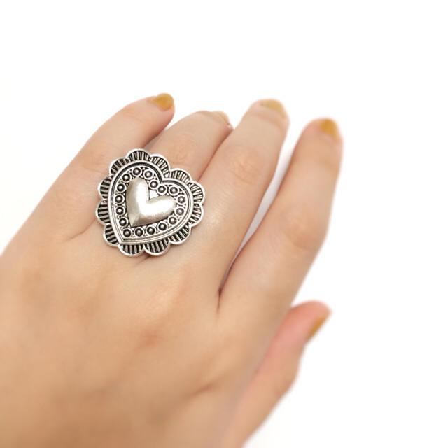 ミニハートシルバーコンチョリング 指輪 コンチョ ハート ハンドメイドのアクセサリー(リング)の商品写真