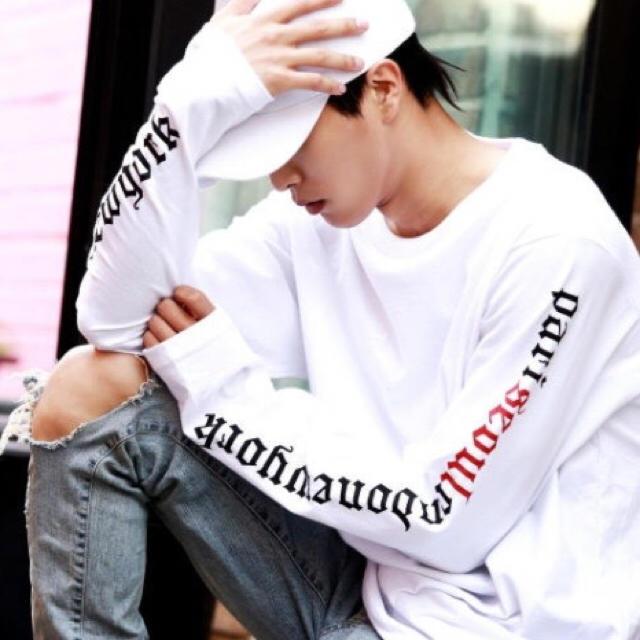 【大人気❤売り切れ御免】男女兼用 ロングスリーブT 黒 白 フリーサイズ レディースのトップス(Tシャツ(長袖/七分))の商品写真