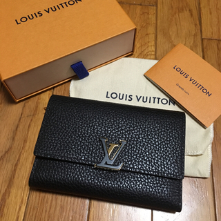 ルイヴィトン(LOUIS VUITTON)のヴィトン カプシーヌ コンパクト(財布)