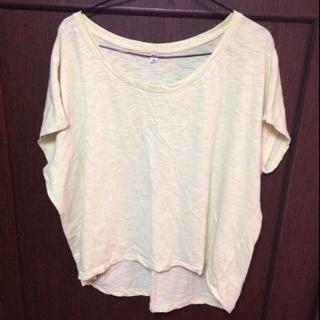 ユニクロ(UNIQLO)のUNIQLO イエローシャツ(Tシャツ(半袖/袖なし))