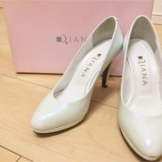 ダイアナ(DIANA)の美品 DIANA エナメルパンプス 21.5 白 ホワイト(ハイヒール/パンプス)