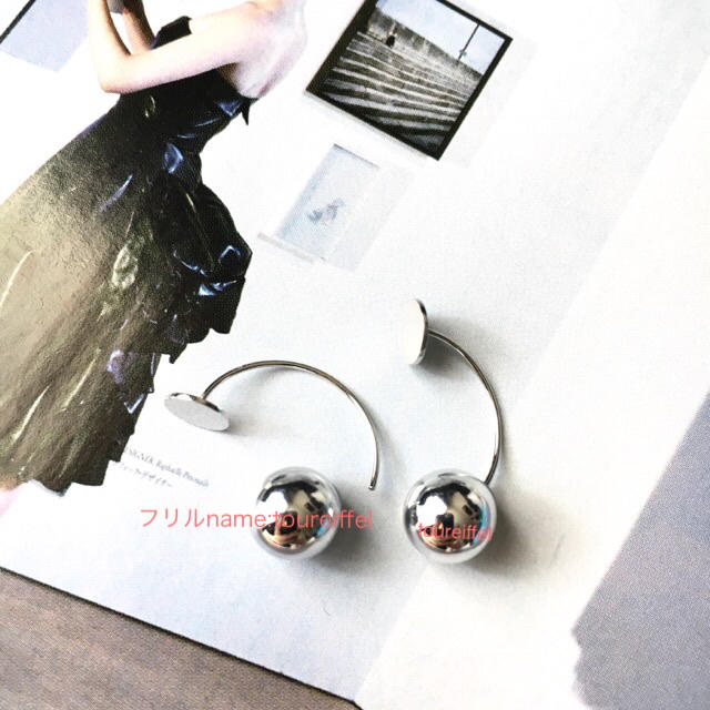TOMORROWLAND(トゥモローランド)の新品 トゥモローランド フラットシルバーボールピアス TOMORROWLAND レディースのアクセサリー(ピアス)の商品写真