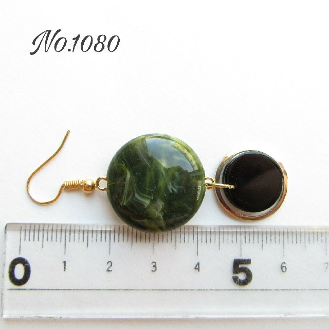 No.1080 秋冬トレンド大ぶりピアス(モスグリーン) ハンドメイドのアクセサリー(ピアス)の商品写真