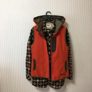 フェールラーベン(FJALL RAVEN)のFJALL RAVEN(フェールラーベン) のネルシャツとベストパーカー(登山用品)