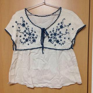 カスタネ(Kastane)の刺繍入りカットソー(カットソー(半袖/袖なし))