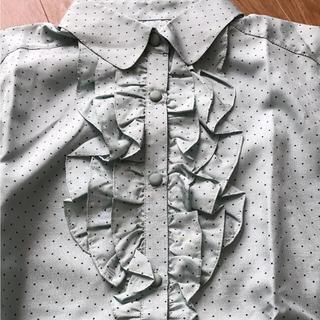 胸フリルシャツ(シャツ/ブラウス(長袖/七分))