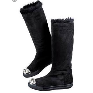 ミュウミュウ(miumiu)のミュウミュウビジュー付きファーロングブーツ(ブーツ)