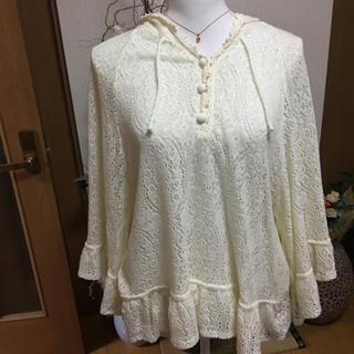 バイバイ(ByeBye)の値引き中 BYE BYE  白いパーカー付きセーター(パーカー)