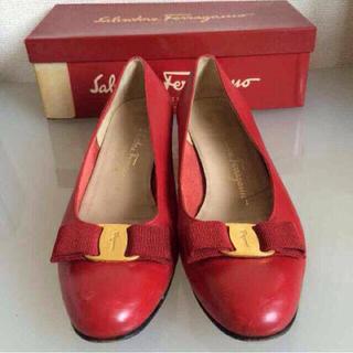 フェラガモ(Ferragamo)のフェラガモ 8 1/2C 赤 本革 靴(ハイヒール/パンプス)