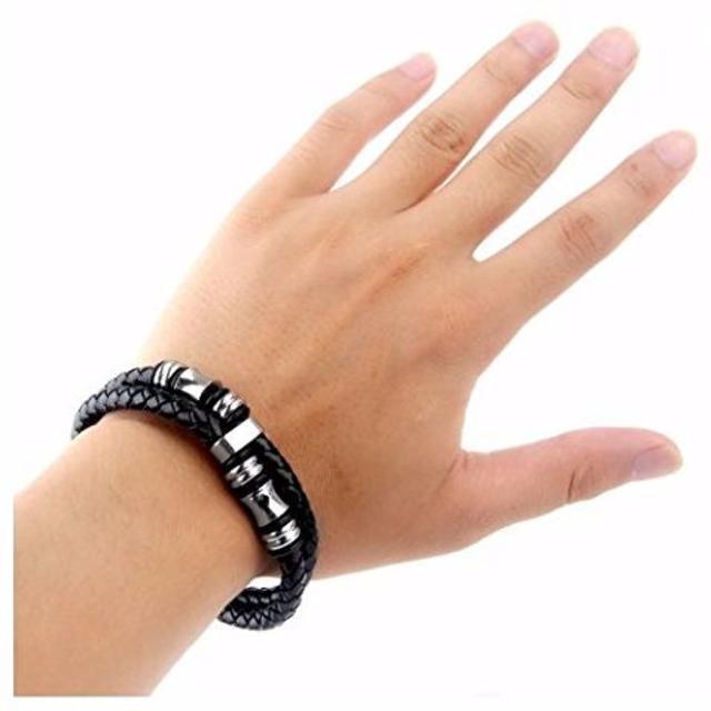 ブラック メンズ レザー ブレスレット 腕輪 アクセサリー ステンレス製 メンズのファッション小物(その他)の商品写真