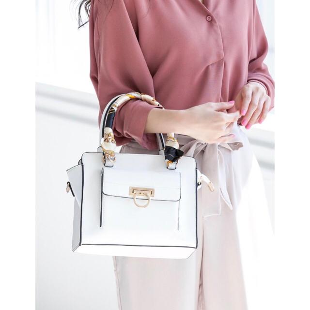 fifth(フィフス)のfifth スカーフ付き2wayハンドバッグ ホワイト レディースのバッグ(ハンドバッグ)の商品写真
