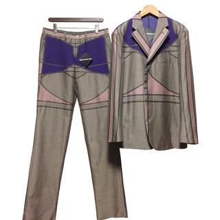 イッセイミヤケ(ISSEY MIYAKE)の新品タグ ISSEY MIYAKE MEN ジオメトリック セットアップ スーツ(セットアップ)