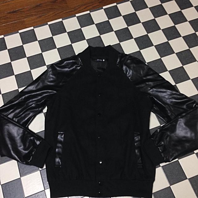 袖切替ブラックスタジャン メンズのジャケット/アウター(スタジャン)の商品写真