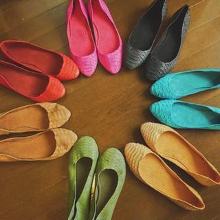 欧米で人気 フラットシューズ ヘビ革(ローファー/革靴)