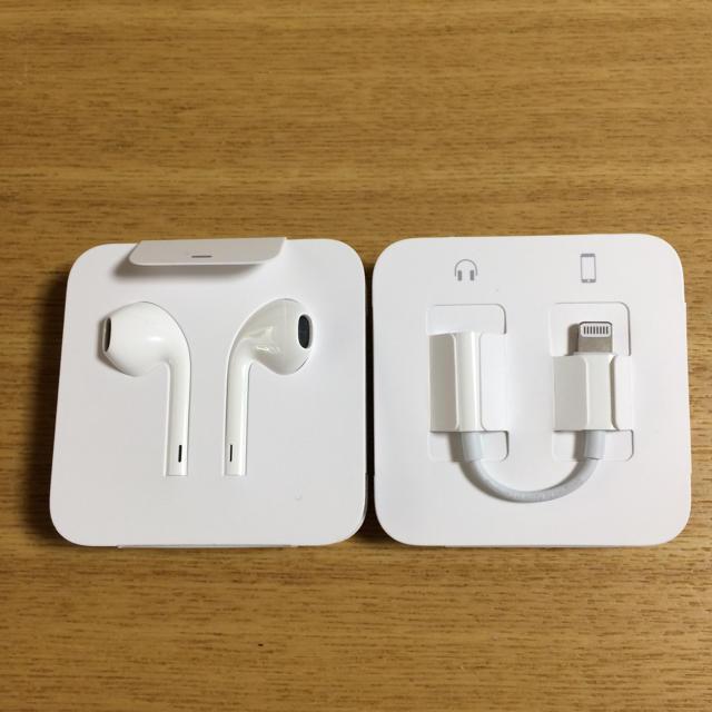 Apple(アップル)のiPhone7  純正イヤホン2個セット スマホ/家電/カメラのオーディオ機器(ヘッドフォン/イヤフォン)の商品写真