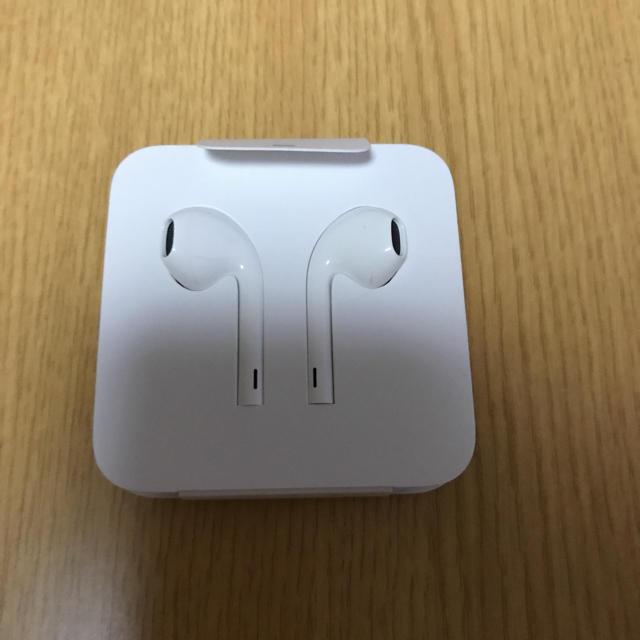 Apple(アップル)のApple7.8 イヤホン スマホ/家電/カメラのオーディオ機器(ヘッドフォン/イヤフォン)の商品写真