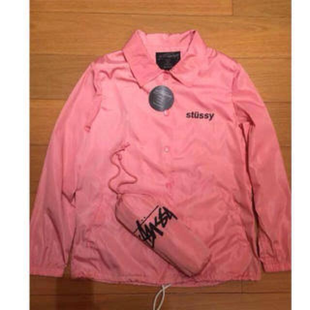 STUSSY(ステューシー)のstussyピンクコーチジャケット レディースのジャケット/アウター(ミリタリージャケット)の商品写真