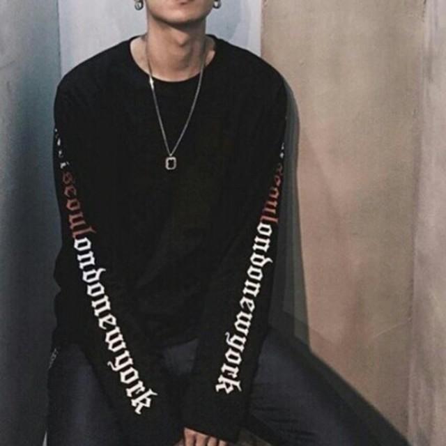 袖ロゴTシャツ 長袖トップス 韓流ロンT メンズ&レディース (ブラック) レディースのトップス(Tシャツ(長袖/七分))の商品写真