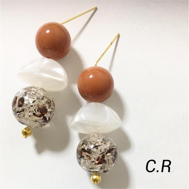 ダークオレンジ×木の葉ビーズのピアス/イヤリング223 ハンドメイドのアクセサリー(ピアス)の商品写真