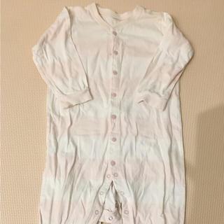 ピンクボーダーには、白のスカートにネイビーのパーカーを合わせて、合わせやすい組み合わせに♪