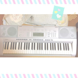 カシオ(CASIO)の。  ◯ 電子ピアノ ◯。  シルバー(電子ピアノ)