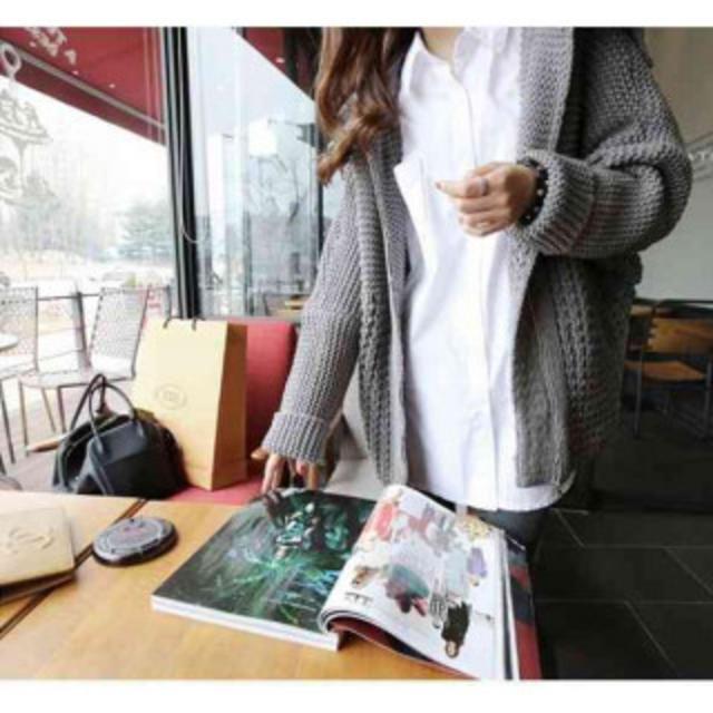 流行りのビッグシルエット バックスタイルが特徴的! シンプル シャツ 白 L レディースのトップス(シャツ/ブラウス(長袖/七分))の商品写真