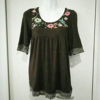 59_YY*aw2 胸元刺繍のブラウンチュニック(カットソー(半袖/袖なし))
